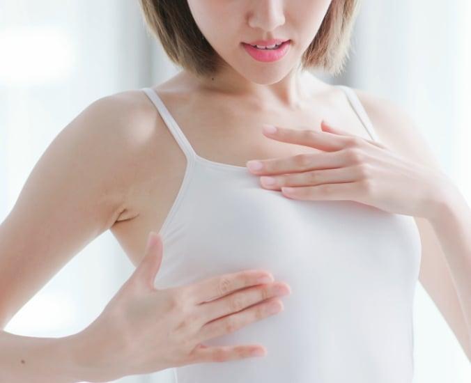 Seios inchados antes da menstruação: é normal? | Só Delas
