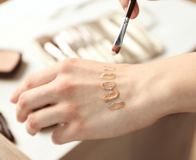 Base ou corretivo: o que deve ser usado primeiro na maquiagem?   Só Delas